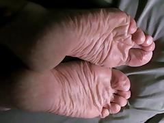 Lyn's Wrinkled Dry Soles - No Cum