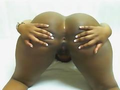 Huge ass ebony masturbates and shake