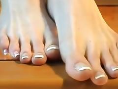 Long toes - Long soles - Long legs