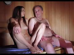 Razz padre seduce la figlia porcellina - 1 part 4