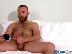 Bearded brawny hunk cums