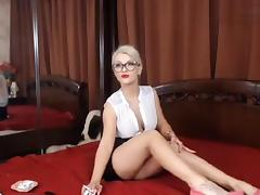 Blonde DivineBella undresses and shows her breasts