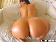 White Chick Has a Big Round Butt