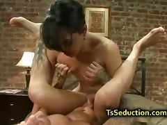 Tranny anal and fist fucks guy