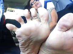 Mature lady, likes getting her wrinkled soles filed D