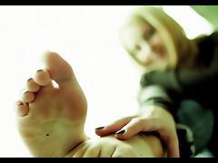 Leggy Pauline showing off her feet