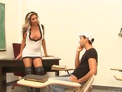Private sex lesson with a leggy and busty shemale