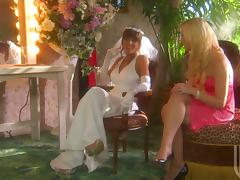 Sexy bridesmaid gets fucked nicely outdoors by a best man